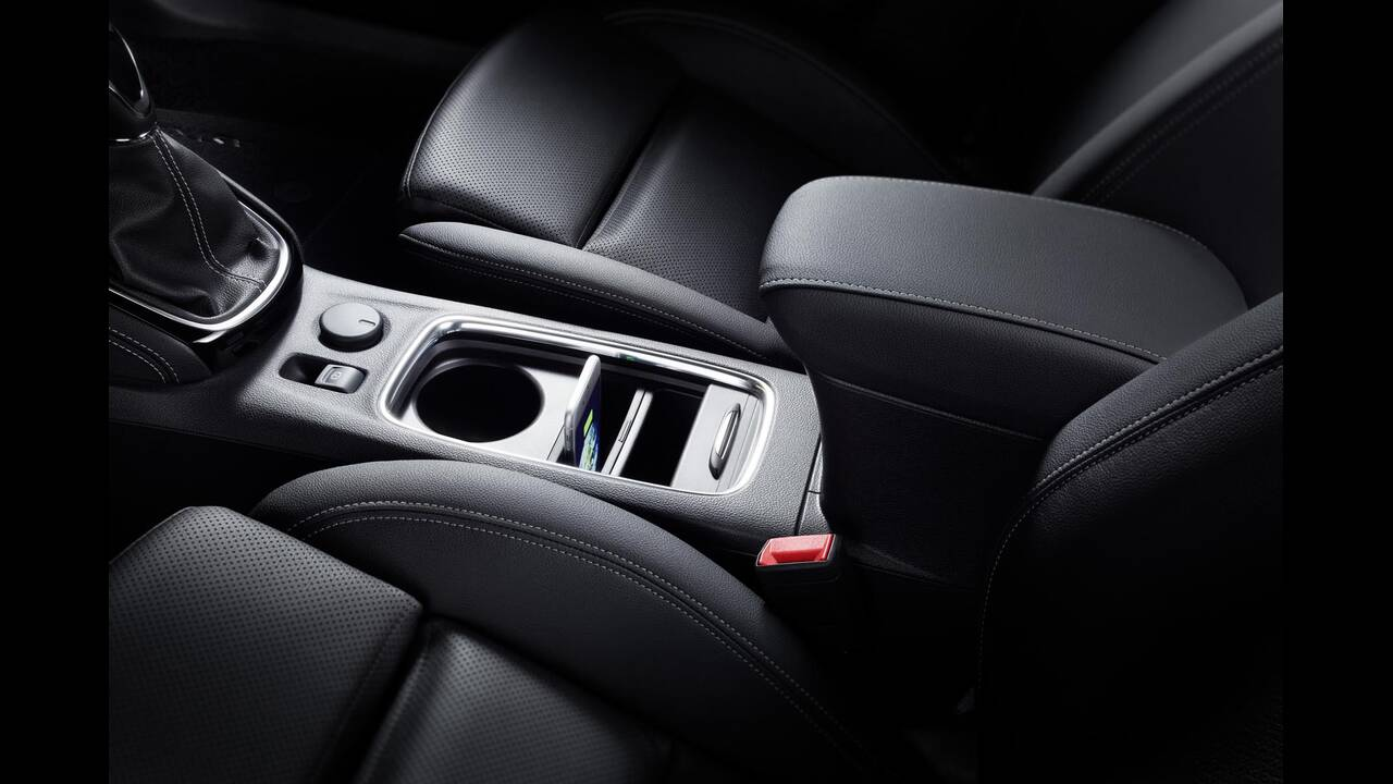 https://cdn.cnngreece.gr/media/news/2019/09/12/190378/photos/snapshot/Opel-Astra-2019-13.jpg