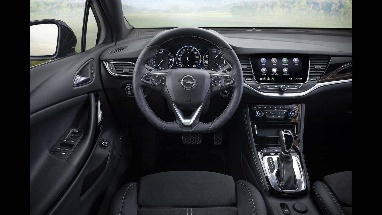 https://cdn.cnngreece.gr/media/news/2019/09/12/190378/photos/snapshot/Opel-Astra-2019-16.jpg
