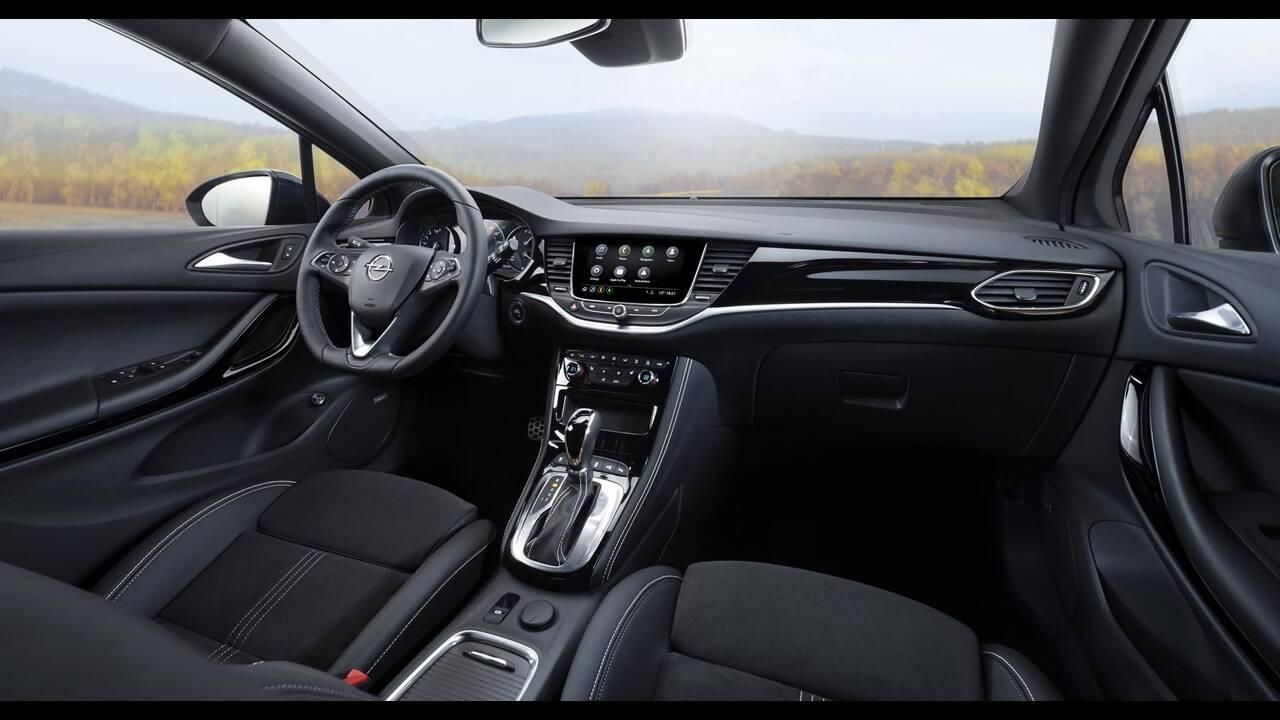 https://cdn.cnngreece.gr/media/news/2019/09/12/190378/photos/snapshot/Opel-Astra-2019-17.jpg
