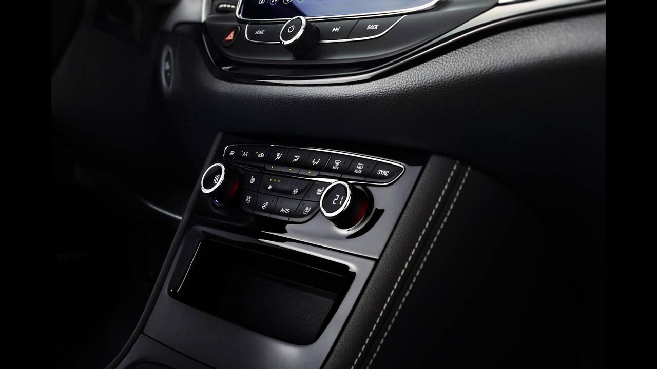 https://cdn.cnngreece.gr/media/news/2019/09/12/190378/photos/snapshot/Opel-Astra-2019-22.jpg