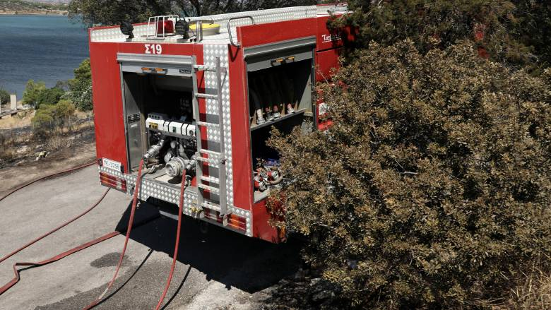 Φωτιά σε κατοικημένη περιοχή κοντά στο Λαγονήσι