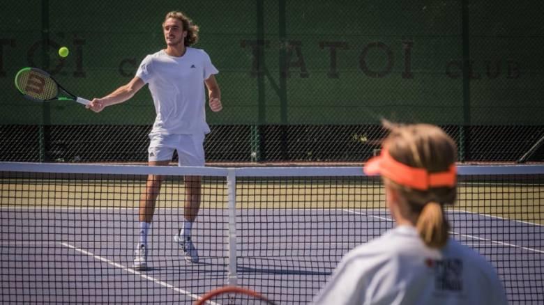Ο Στέφανος Τσιτσιπάς έπαιξε τένις με τα παιδιά της Ένωσης «Μαζί για το Παιδί»