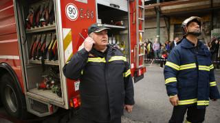 Απεγκλωβισμός ηλικιωμένης από φλεγόμενο διαμέρισμα στο κέντρο της Αθήνας