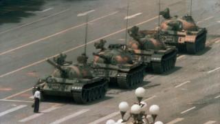 Πέθανε ο φωτογράφος του «Tank Man», Τσάρλι Κόουλ