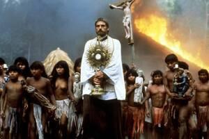 «Η Αποστολή»: Ενδιαφέρουσα ιστορική ταινία, αν και όχι ιδιαιτέρως πετυχημένη, από τον Βρετανό σκηνοθέτη Ρόλαντ Τζόφι («Κραυγές στη Σιωπή») για την επίδραση που είχε η καθολική εκκλησία στους ιθαγενείς του Αμαζονίου και γενικότερα στη Λατινική Αμερική. Η ι