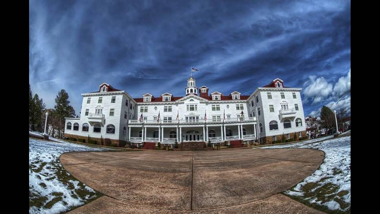 Ξενοδοχείο Stanley - «Η Λάμψη». Ο Στάνλεϊ Κιούμπρικ χρησιμοποίησε το Timberline Lodge στο Όρεγκον για τα εξωτερικά πλάνα του Overlook Hotel, στην ταινία «Η Λάμψη». Οι εσωτερικές σκηνές κινηματογραφήθηκαν στην Αγγλία. Αλλά η αρχική έμπνευση για το, διάσημ