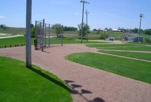 Το γήπεδο από την ταινία Field of Dream (Ο ξυπόλυτος Τζο), Αϊόβα. Το ειδυλλιακό γήπεδο του μπέιζμπολ σε σχήμα διαμαντιού, το οποίο δημιουργήθηκε σε ένα χωράφι της Αϊόβα για την ταινία Field of Dream (Ο ξυπόλυτος Τζο), παραμένει ως σήμερα ένα από τα δημοφ