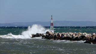 Καιρός: Συνεχίζονται και την Κυριακή οι θυελλώδεις άνεμοι και τα μποφόρ στο Αιγαίο