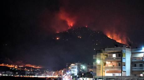 Φωτιά στο Λουτράκι: Ολονύχτια μάχη με τις φλόγες - Συνεχείς αναζωπυρώσεις