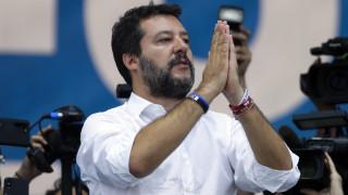 Ο Σαλβίνι απειλεί με δημοψηφίσματα κατά των μεταρρυθμίσεων που σχεδιάζει η κυβέρνηση