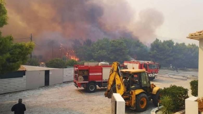 Ανεξέλεγκτη η φωτιά στη Ζάκυνθο: Εκκενώθηκαν δύο χωριά, στις αυλές σπιτιών οι φλόγες