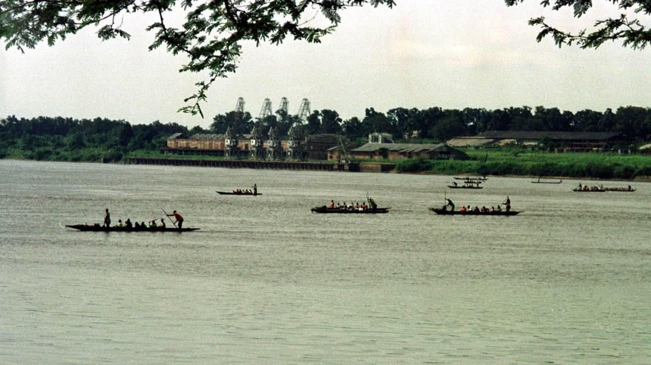 Δεκάδες αγνοούμενοι από τη βύθιση πλοιαρίου στον ποταμό Κονγκό