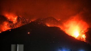 Φωτιά στο Λουτράκι: Ολονύχτια η «μάχη» της Πυροσβεστικής
