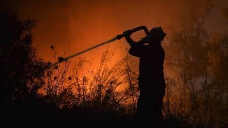 Μαίνεται η φωτιά στη Ζάκυνθο: «Η νύχτα θα είναι δύσκολη», λέει ο δήμαρχος στο CNN Greece