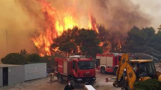 Ολονύχτια μάχη με τις φλόγες στη Ζάκυνθο: Καλύτερη η εικόνα της φωτιάς