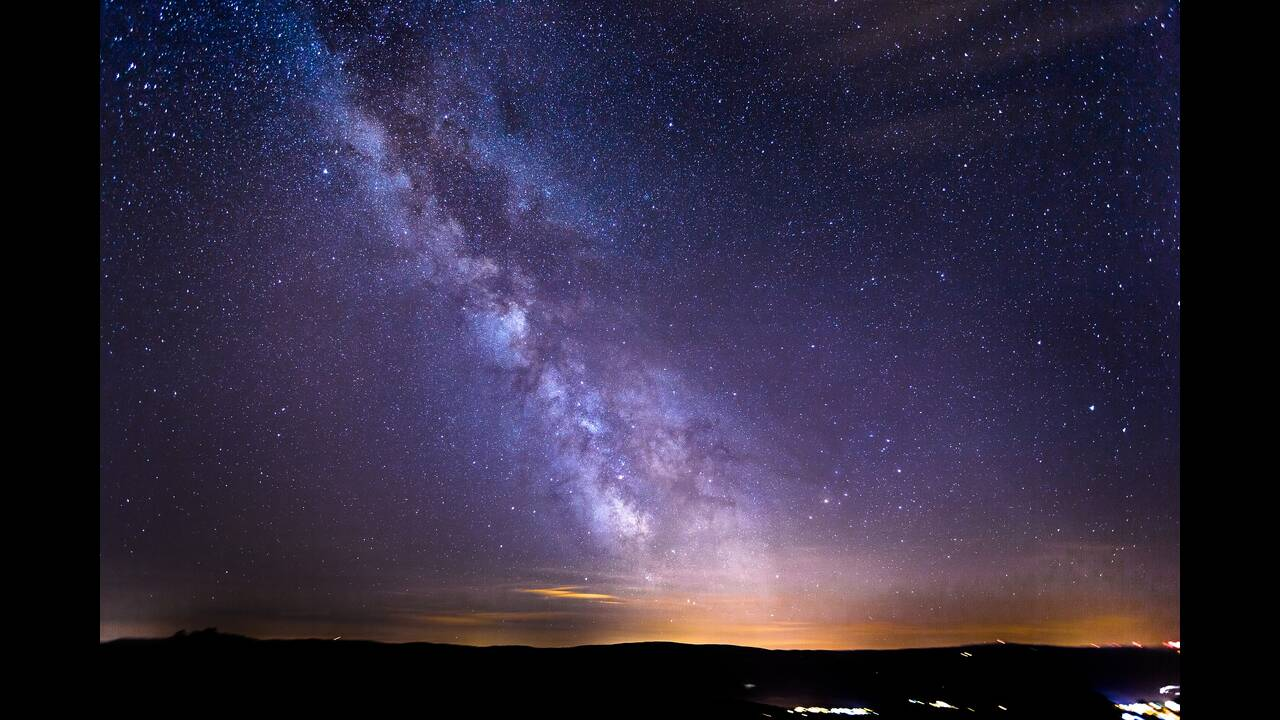 https://cdn.cnngreece.gr/media/news/2019/09/16/190764/photos/snapshot/starry-sky-2051448_1920.jpg