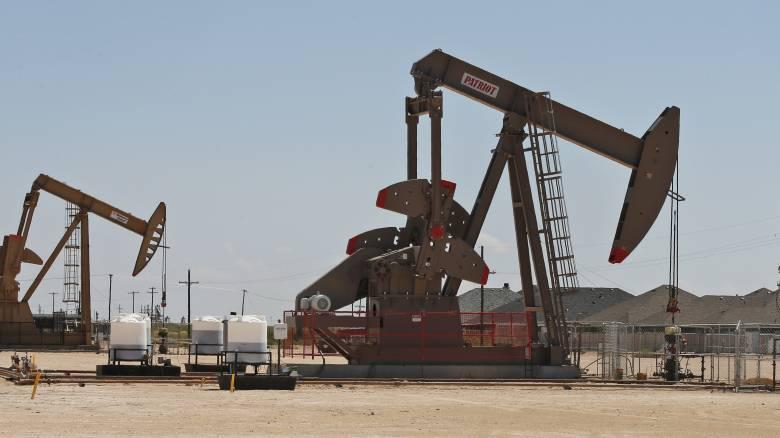 «Φλέγεται» η αγορά πετρελαίου: Το μεγαλύτερο άλμα στις τιμές από το 1991
