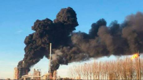 Συναγερμός στην Ιταλία: Έκρηξη σε διυλιστήρια της Eni