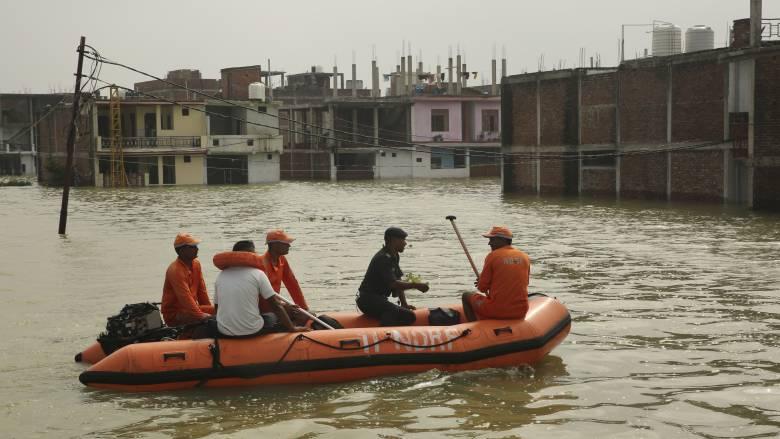 Ινδία: Συνεχίζονται οι μουσώνες - Ανέβηκε η στάθμη στον Γάγγη