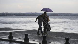 Έκτακτο δελτίο καιρού από την ΕΜΥ: Καταιγίδες, χαλάζι και ισχυροί άνεμοι τις επόμενες ώρες