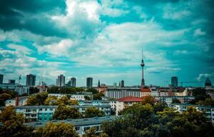 4. Γερμανία:  * 65% είναι ευχαριστημένοι με τις προοπτικές σταδιοδρομίας τους * 69% είναι γενικά ικανοποιημένοι από τη δουλειά τους * 90% αξιολογούν θετικά την κατάσταση της οικονομίας * 72% είναι ευχαριστημένοι από το ωράριο εργασίας τους * 67% είνα