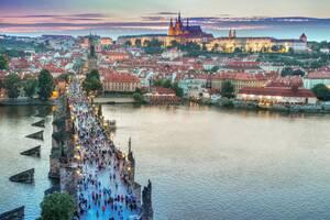 2. Δημοκρατία της Τσεχίας:  * 68% είναι ευχαριστημένοι από τις προοπτικές σταδιοδρομίας * 73% είναι γενικά ικανοποιημένοι από τη δουλειά τους * 84% αξιολογούν θετικά την κατάσταση της οικονομίας * 76% είναι ικανοποιημένοι από το ωράριο εργασίας τους