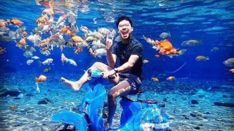 H λίμνη που έχει γίνει ο απόλυτος προορισμός για… υποβρύχιες selfie