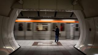 Άγιος Δημήτριος: Ανασύρθηκε έχοντας τις αισθήσεις του ο άνδρας που έπεσε στις ράγες του Μετρό