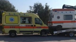 Απομακρύνονται παροπλισμένα ασθενοφόρα του ΕΚΑΒ από το «Σωτηρία»