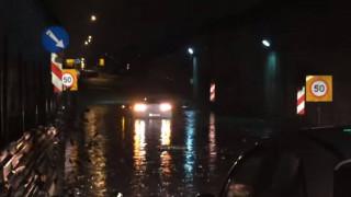 Κακοκαιρία: Δρόμοι «ποτάμια» στη Θεσσαλονίκη, χαλάζι στα Τρίκαλα