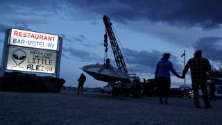 Γήινη... εισβολή στην «Περιοχή 51»: Οι λάτρεις των UFO συγκεντρώνονται στην έρημο της Νεβάδας