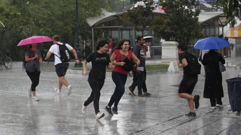 Καιρός: Βροχές, άνεμοι και νέα πτώση της θερμοκρασίας σήμερα
