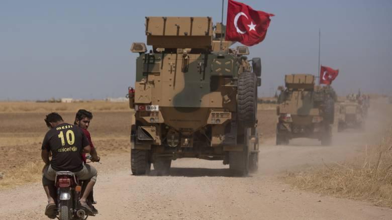 Εντείνει τις απειλές η Τουρκία για στρατιωτική επιχείρηση στη Συρία – Στέλνει γιατρούς στα σύνορα