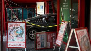 Θρασύτατες ληστείες σε Ρέντη και Μεταμόρφωση: Εισέβαλαν με κλεμμένα αυτοκίνητα σε καταστήματα