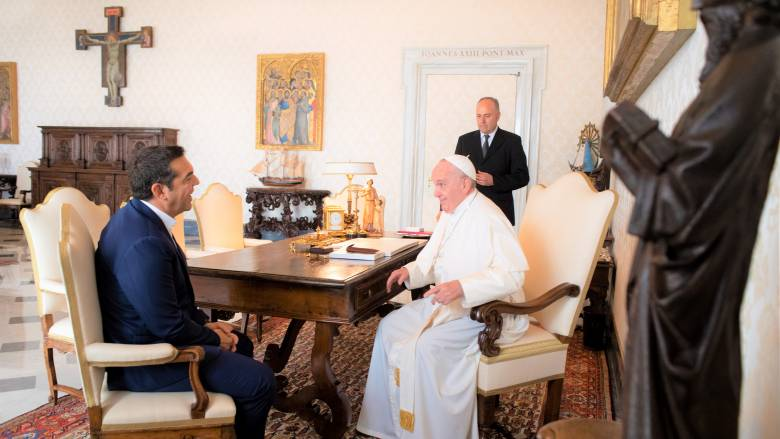 Σε θερμό κλίμα η συνάντηση Τσίπρα – Πάπα Φραγκίσκου