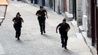 Γαλλία: Άνδρας έπεσε σκόπιμα με το όχημά του στην είσοδο τεμένους