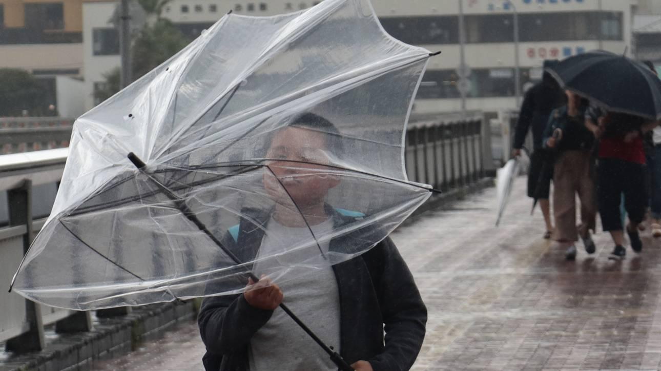 Κατακλυσμιαίες βροχές και θυελλώδεις άνεμοι: Ο τυφώνας Ταπάχ απειλεί την Ιαπωνία