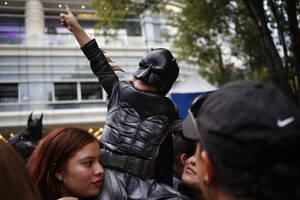 Εκατοντάδες συγκεντρώθηκαν στο Μέξικο Σίτι για να δουν το σήμα.