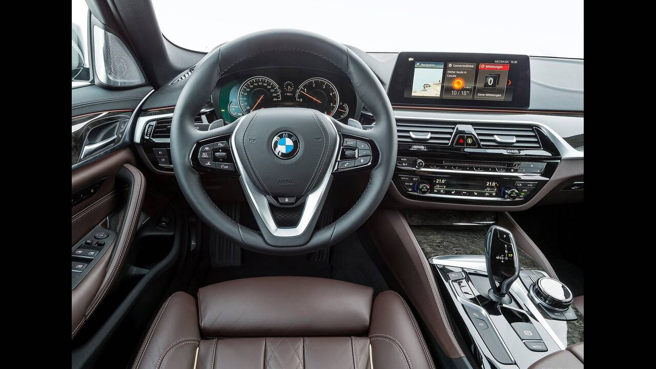 https://cdn.cnngreece.gr/media/news/2019/09/23/191538/photos/snapshot/BMW-5-MHEV-7.jpg