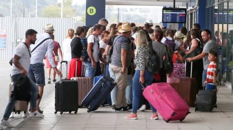 Χρεοκοπία Thomas Cook: Χάος στην Κέρκυρα από χιλιάδες εγκλωβισμένους τουρίστες