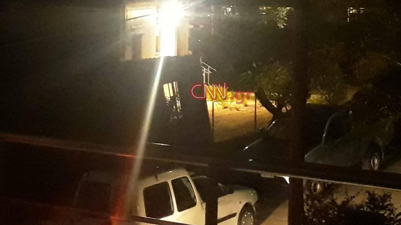 Συναγερμός στα Μελίσσια - Βρέθηκαν χειροβομβίδα και όπλο σε μονοκατοικία