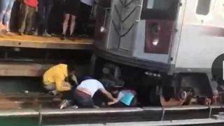 Τραγωδία: Έπεσε στις ράγες του μετρό κρατώντας στα χέρια του την 5χρονη κόρη του