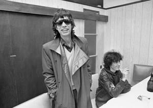 1981, Μασαχουσέτη. Ο τραγουδιστής των Rolling Stones, Μικ Τζάγκερ, ετοιμάζεται να πάρει το αεροπλάνο από τη Μασαχουσέτη προς τη Φιλαδέλφεια, όπου το συγκρότημα θα ξεκινήσει την περιοδεία του στις ΗΠΑ. Το προηγούμενο βράδυ, έδωσαν μια συναυλία σε ένα μπαρ