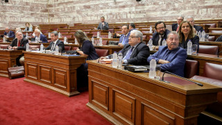 Στα... βαθιά η συζήτηση για τη συνταγματική αναθεώρηση στη Βουλή