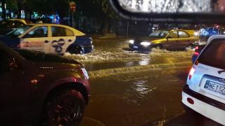 Έντονη βροχόπτωση στη Θεσσαλονίκη: Ποτάμια οι δρόμοι - Πολλά προβλήματα σε όλη τη χώρα