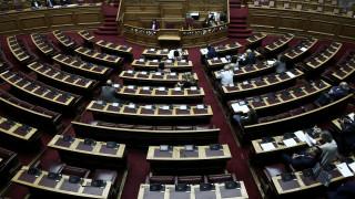 Πέρασαν στην αρμόδια επιτροπή της Βουλής οι συμβάσεις για έρευνα και εκμετάλλευση υδρογονανθράκων
