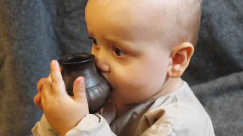 Αποκάλυψη: Τα προϊστορικά μωρά έπιναν γάλα ζώων από μπιμπερό!