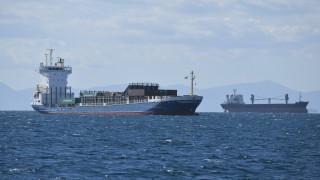 Πέραμα: Πρόσκρουση φορτηγού πλοίου με δεξαμενόπλοιο – Ένας τραυματίας