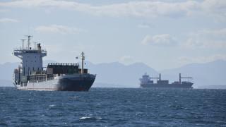 Ικόνιο: Αντιρρυπαντικά φράγματα γύρω από το δεξαμενόπλοιο που συγκρούστηκε με φορτηγό πλοίο