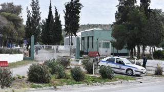 Συμπλοκή δεκάδων μεταναστών στο κέντρο φιλοξενίας Σχιστού - Ένας τραυματίας